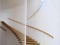 Cầu thang có phải chỉ dùng để đi lên đi xuống hay vẫn còn là vật dụng thẩm mỹ trong nhà?