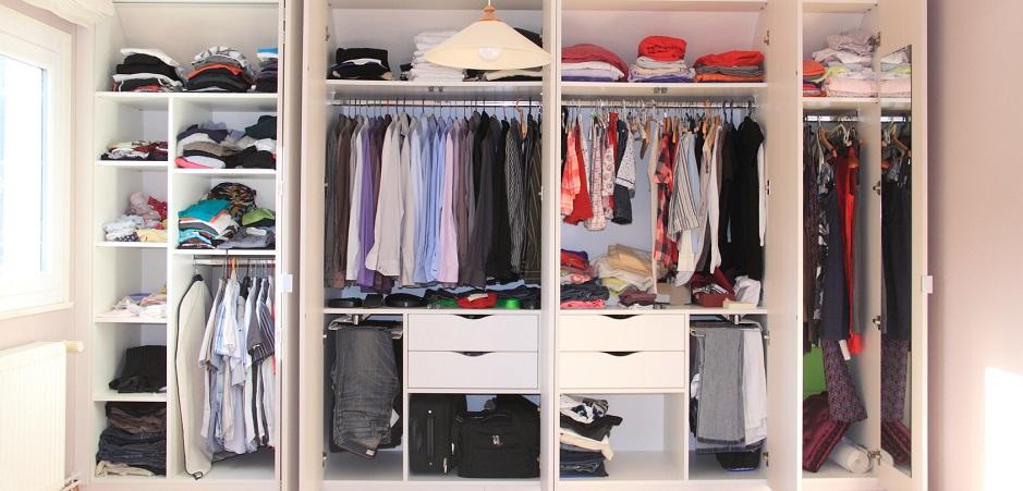 lưu trữ quần áo trong tủ