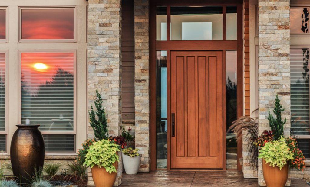 sử dụng cửa trước để vào nhà